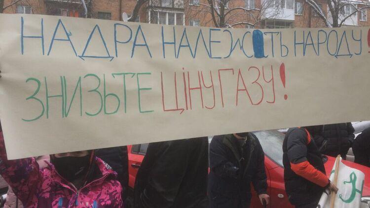 Українці обурюються захмарною комуналкою, але знизити ціни чомусь вирішили тільки на газ