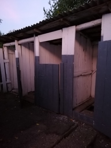 НП сталося в с. Забрідь, Хустського району в Забрідській ЗОШ 1-3 ступенів першачок школи впав у вигрібну яму шкільного туалету.