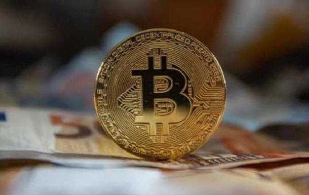 Загальна вартість ринкової капіталізації криптовалюти біткоїни закріпилася вище рубежу в 1 трлн доларів.
