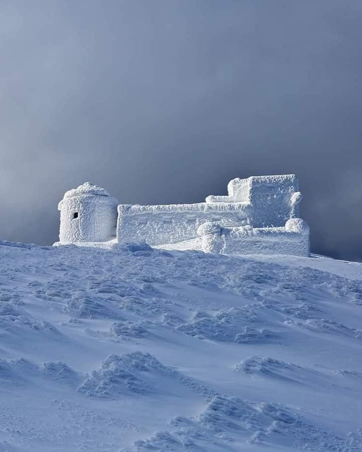 Впродовж доби у Карпатах випало до пів метра снігу.