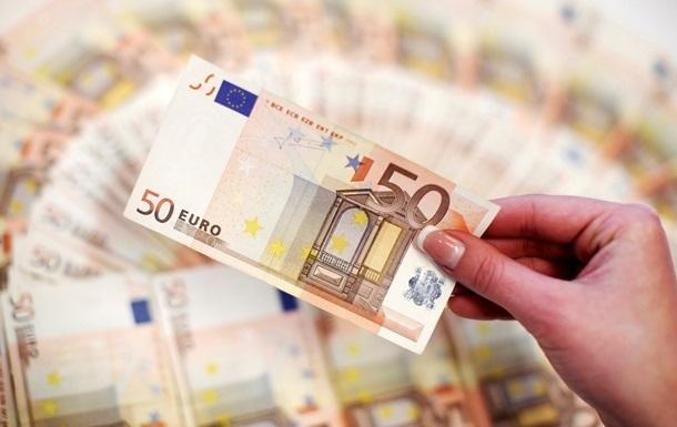 Євровалюта подорожчала на 23 копійки і побила дворічний рекорд. Тим часом долар залишився майже без змін.