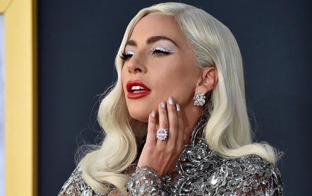 Артистка з допомогою свого оголеного тіла прорекламувала косметику. Фото зібрало майже 2 мільйони лайків.