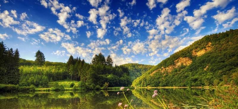 Температура повітря вночі 8-13°, вдень 23-28°, в горах місцями 14-19° тепла.