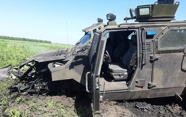 Авто було останнім у колоні і підірвалося на невстановленому вибуховому пристрої біля Авдіївки.