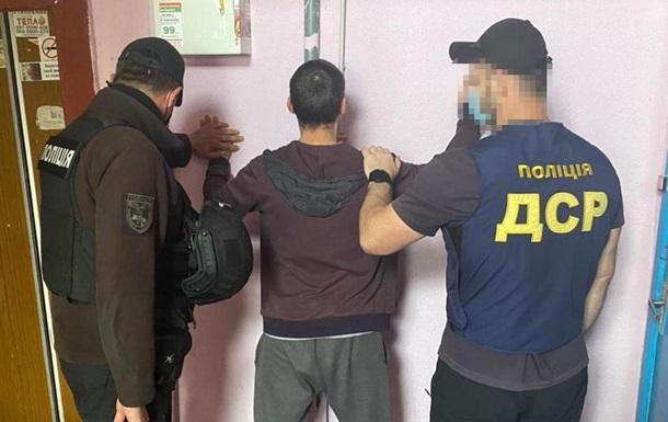 Зловмисники знаходили наркодилерів і наркозалежних, представлялися поліцією і вимагали гроші за непритягнення до відповідальності.