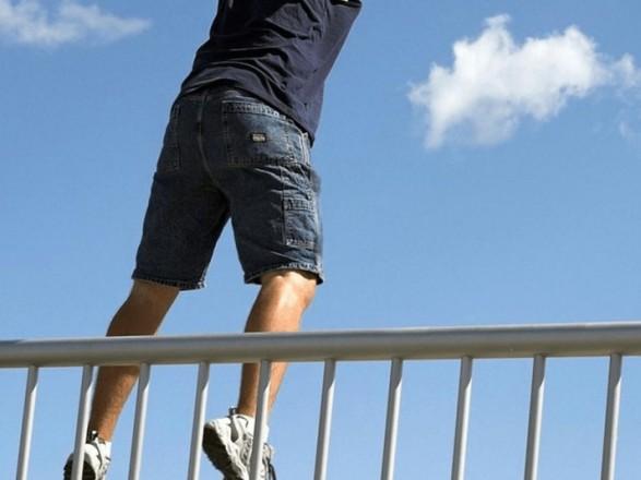 Як повідомило джерело Голосу Карпат, чоловік стрибнув у Тису з мосту у Вилоці.