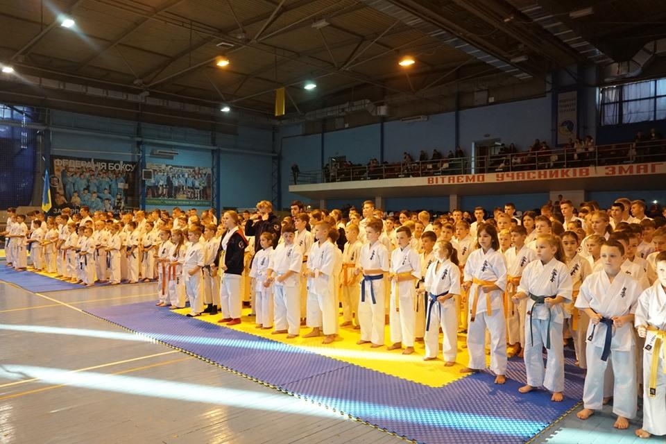 """Усеукраїнський турнір із кіокушинкай карате серед юніорів триває сьогодні в Ужгороді, у спорткомплексі """"Юність""""."""