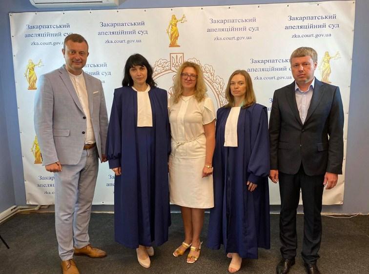 Сьогодні, 30 липня 2020 року в приміщенні Закарпатського апеляційного суду відбулось представлення новопризначених суддів, які 28 липня 2020 року склали присягу судді.
