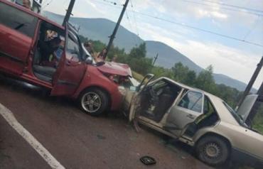 У місті Перечин водій автомобіля «SKODA» допустив лобове зіткнення з автомобілем «Mercedes-Benz».