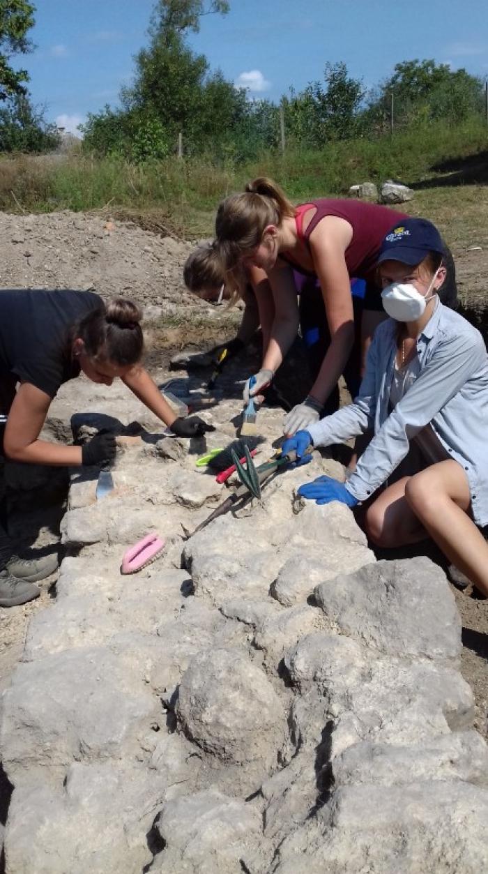 Археологічні розкопки на Виноградівщині: як пройшла практика студентів УжНУ