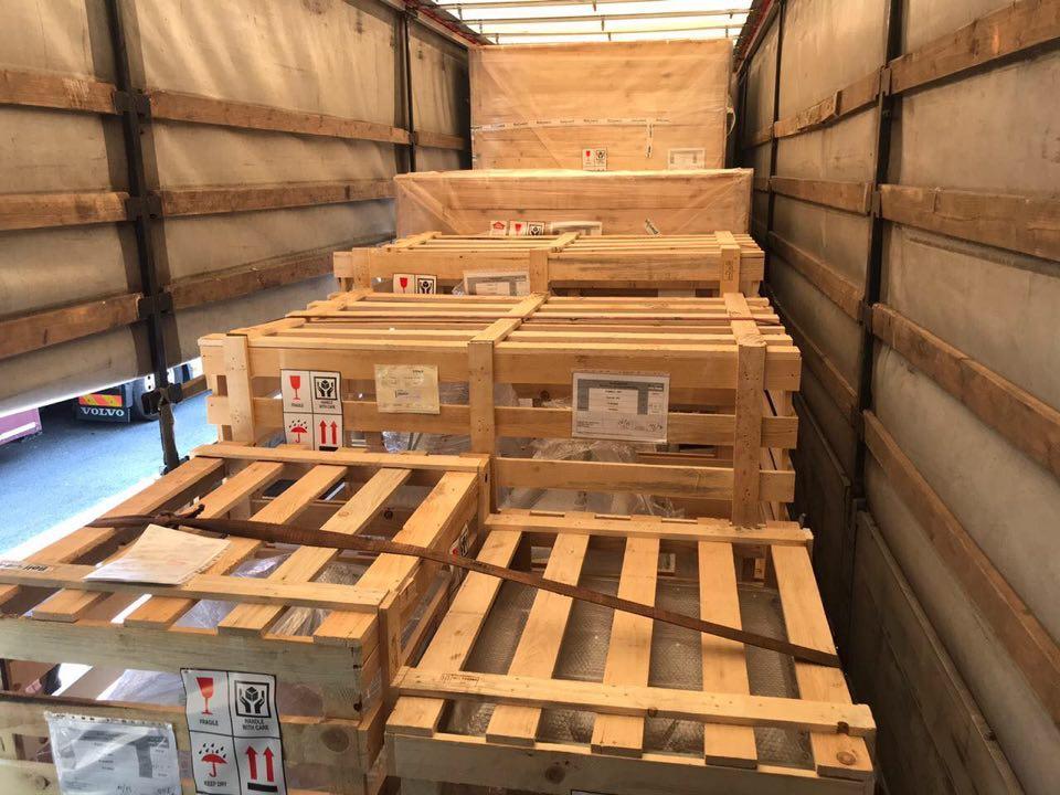 На митному посту «Тиса» Закарпатської митниці Держмитслужби припинено незаконне ввезення в Україну коштовного фармацевтичного обладнання. Товар ввозився на двох вантажних транспортних засобах.