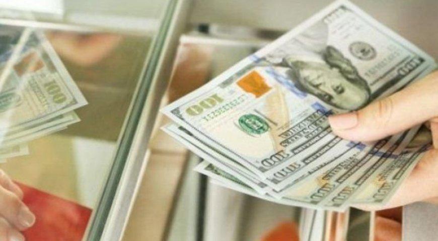 На міжбанківському ринку котирування долара в купівлі знизилися з 27,59 грн. до 27,58 грн., у продажу - з 27,62 грн до 27,60 грн.