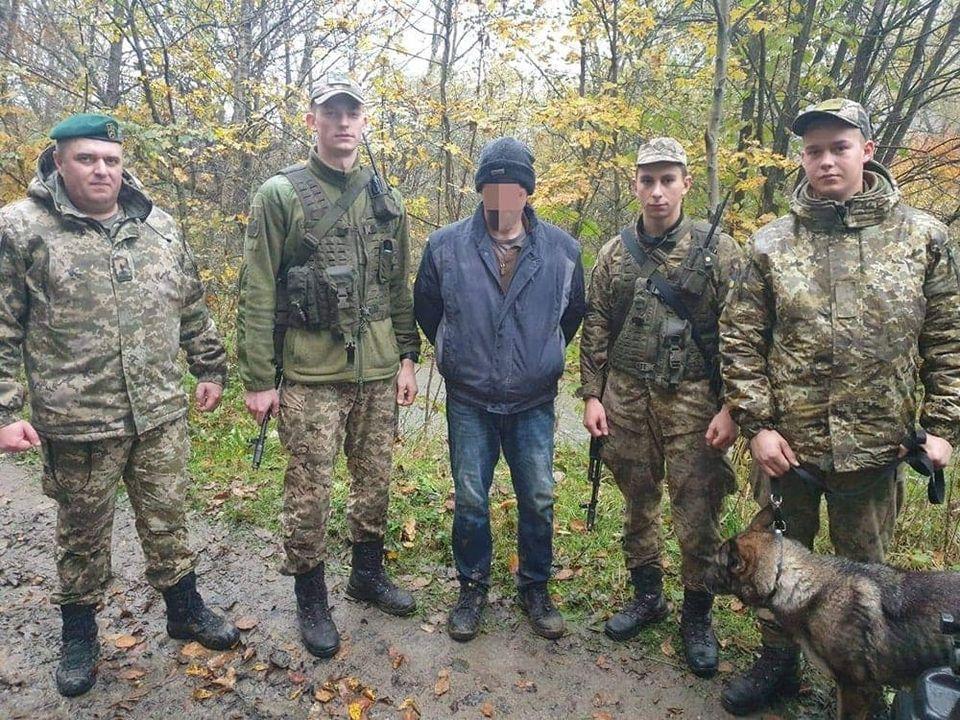 Учора вдень прикордонники Чопського загону затримали іноземця, який незаконно перетнув державний кордон України.