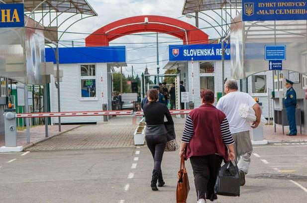 Передумовою посилення карантинних заходів в Словаччині був сплеск денної захворюваності на COVID-19, зареєстрований 8 липня - тоді за добу зафіксували 53 нові випадки інфікування людей.