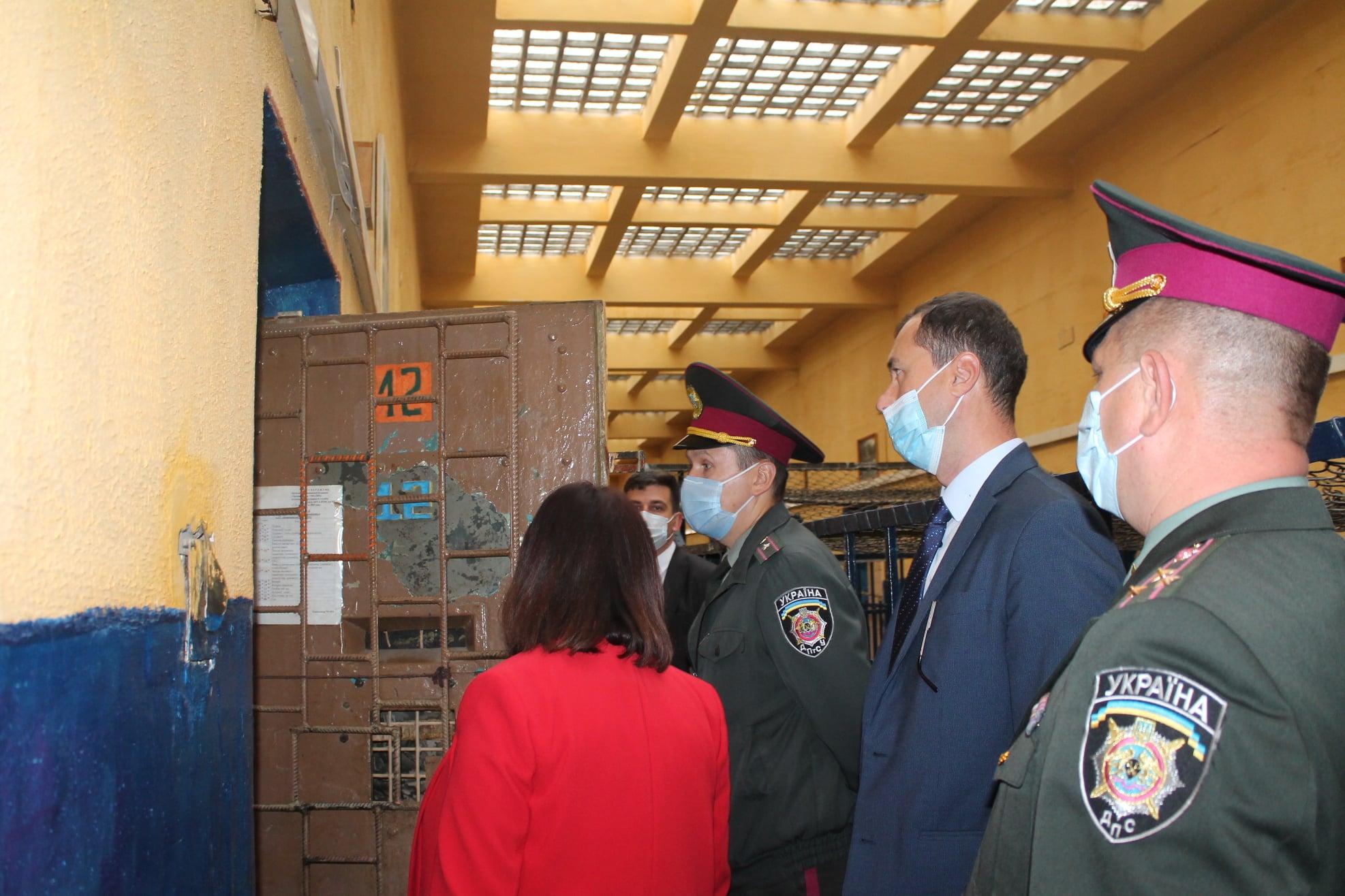 Глава Закарпатской областной прокуратуры провел личный прием заключенных.