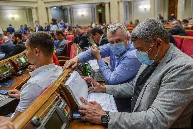 Відомий український аналітик, політичний експерт і колишній глава податкової міліції Юрій Атаманюк дав перший коментар стосовно того, яким може бути державний бюджет України на 2021 рік.