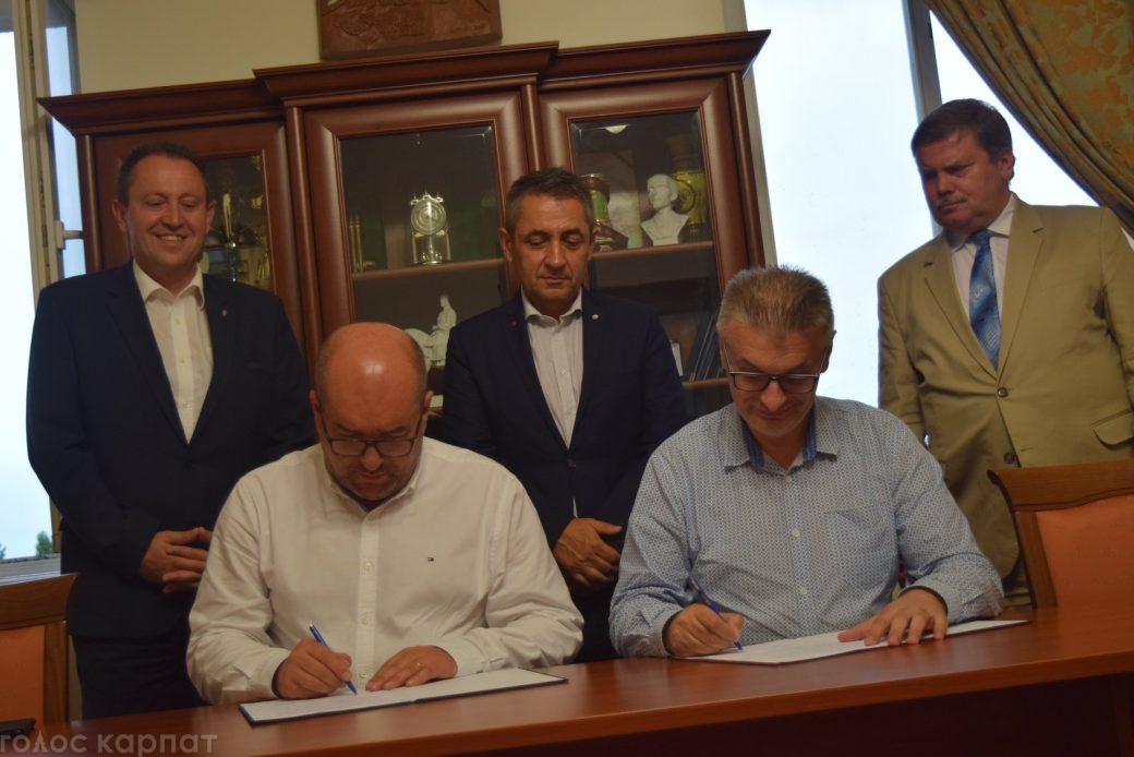 Подію прокоментував держсекретар з питань національної політики уряду Угорщини Янош Арпад Потапі.