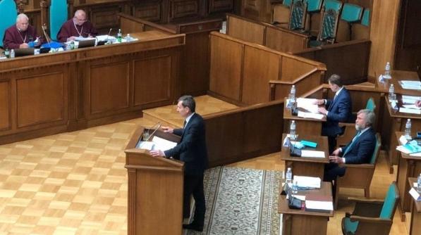 Сьогодні в ході розгляду в Конституційному суді закону про тотальну українізацію представник президента Федір Веніславський заявив, що робоча група готує законопроект про права національних меншин.