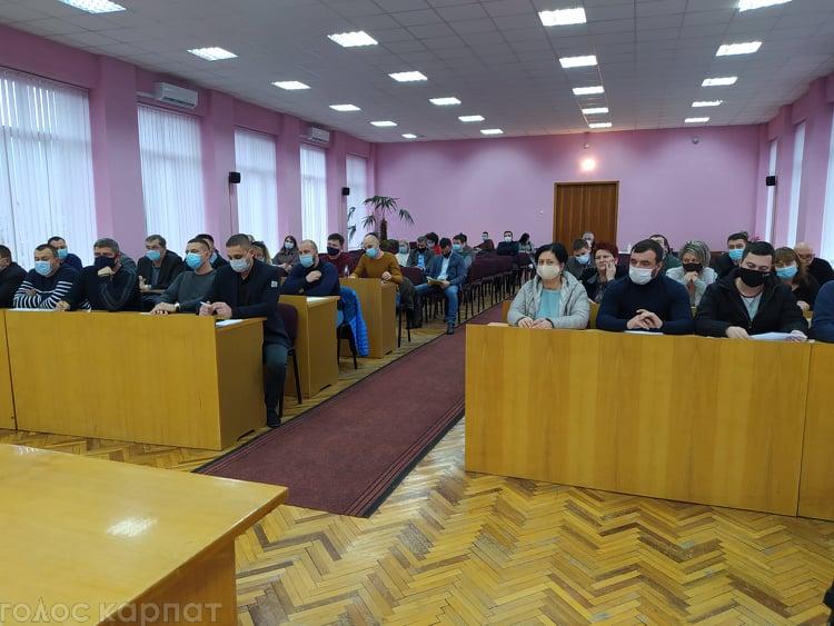 Так на початку сьогоднішнього пленарного засідання вирішили місцеві обранці.