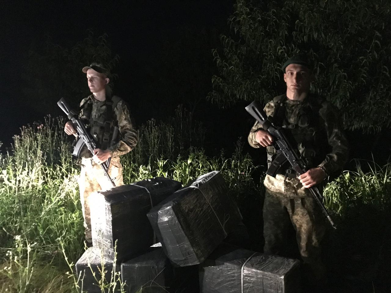 Этой ночью пограничники отдела «Дьяково» Мукачевского отряда пресекли очередную попытку табачной контрабанды.