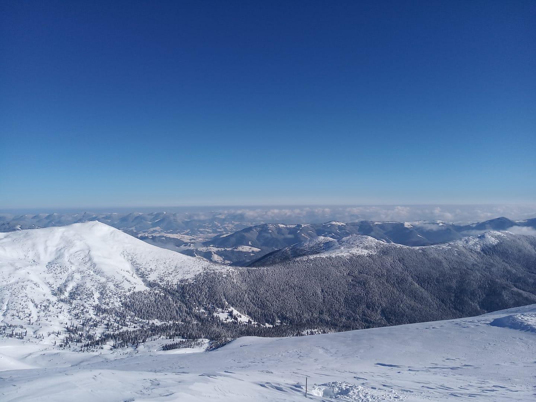 Вітру на вершині гори Піп Іван Чорногірський майже немає.
