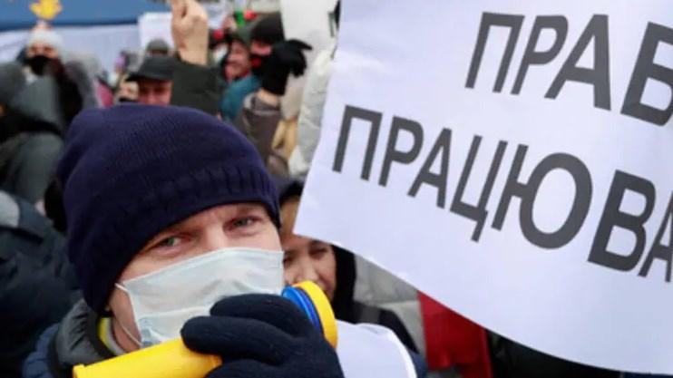 Підприємці кажуть, що 8 тисяч від Зеленського не врятують їх бізнес.