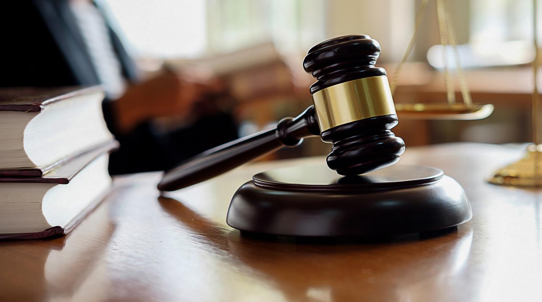 49-річному місцевому мешканцю повідомлено про підозру у незаконному зберіганні з метою збуту та збуті метамфетаміну за попередньою змовою групою осіб (ч. 2 ст. 307 КК України).