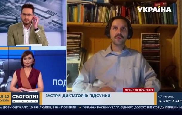 Невідома жінка, імовірно, знімала на камеру журналіста, з яким мали намір поговорити українські ведучі.