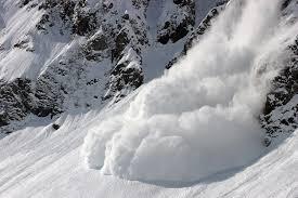 За прогнозом УкрГідрометцентру, у зв'язку зі снігопадами та хуртовинами, 31 січня – 1 лютого у високогір'ї в деяких районах Карпат зберігається висока небезпека сходження снігових лавин.