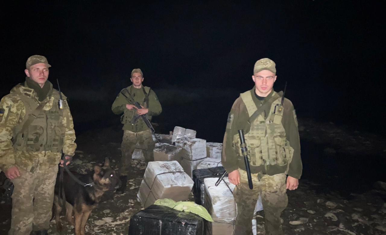 Чималу партію тютюнових виробів виявили цієї ночі на Закарпатті поблизу українсько-румунського кордону прикордонники відділення «Солотвино», Мукачівського прикордонного загону.