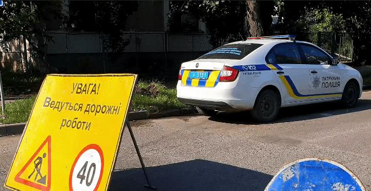 Рух транспорту обмежили в Ужгороді від вулиці Івана Франка до Закарпатської. Із 8 години ранку проїзд перекритий.