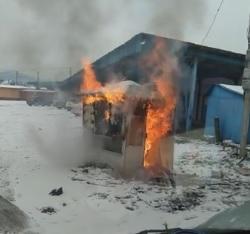 На території автостанції у Мукачеві горить МАФ.