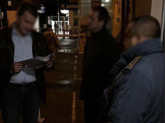 НаЗакарпатті митник вимагав від учасника АТО €1,6 тис. хабара
