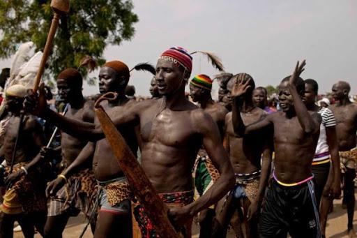 У Нубії живе невелика етнічна спільнота - Мадьяраби . Ім 'я народу не є похідним від слова