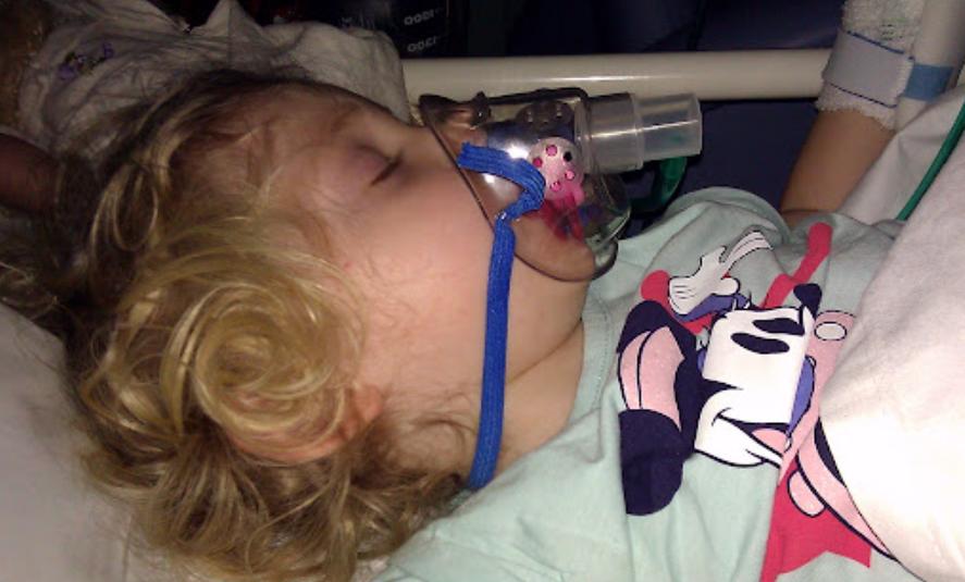 Во Львове 5-летнюю девочку с 80% повреждением легких спасают в детской клинической больнице «Охматдет».
