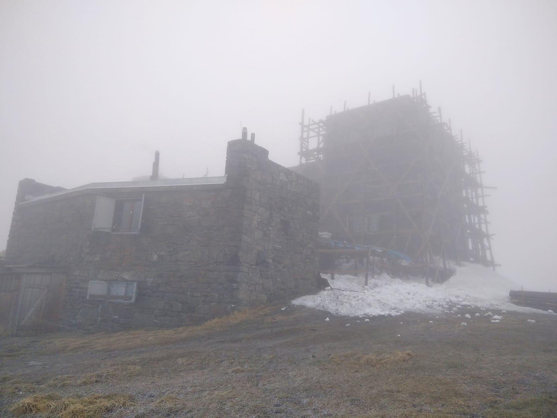 Сьогодні,  18 травня, за два тижні до календарного літа  Карпатах падав сніг.