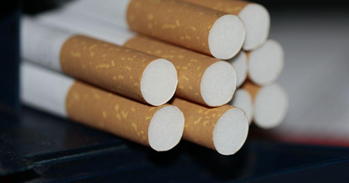 Депутат от «Слуги народа» предлагает разрешить продажу алкоголя и сигарет только в специализированных пунктах.