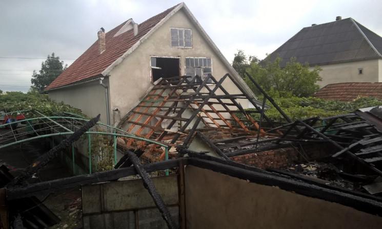 Мукачівські пожежники врятували два житлові будинки від знищення вогнем.