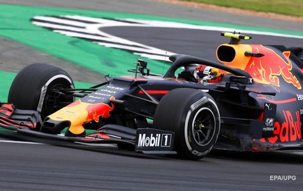 Механікам Red Bull знадобилося менше двох секунд, щоб обслужити гоночний болід під час зупинки.