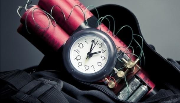 Усі відповідні служби працюють на місцях, ситуація повністю контролюється, прохання до всіх зберігати спокій.