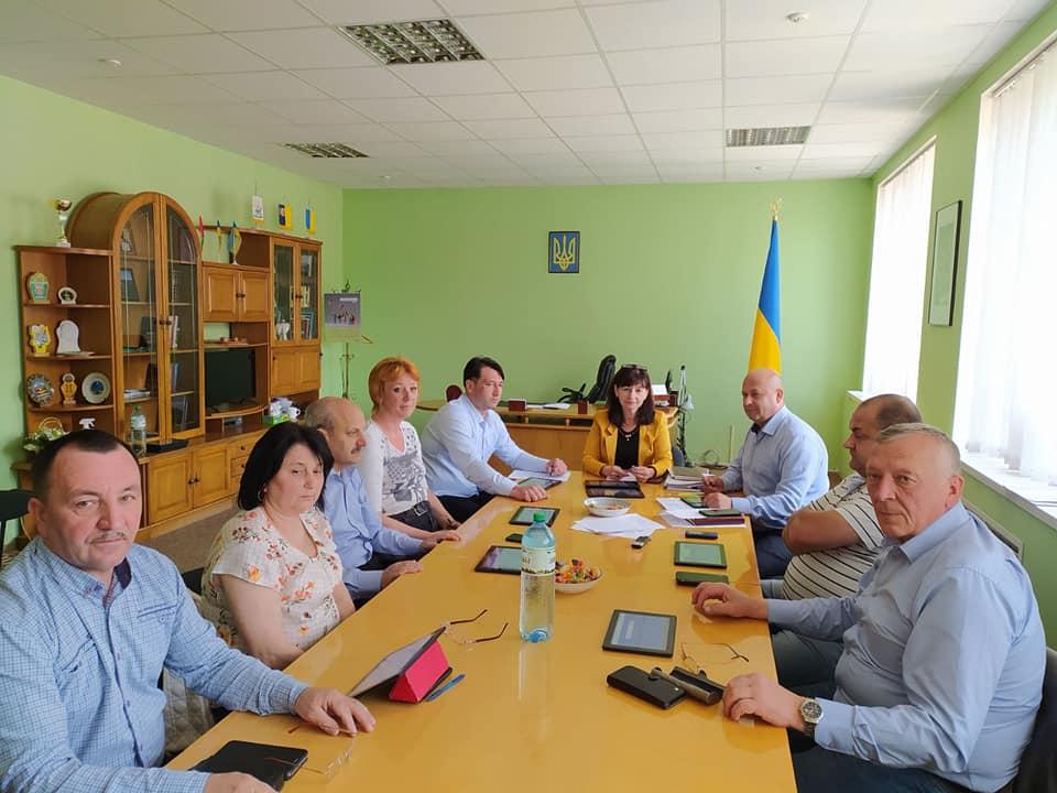 У зв'язку із неявкою деяких депутатів, на Рахівщині не змогли провести чергову сесію районної ради.