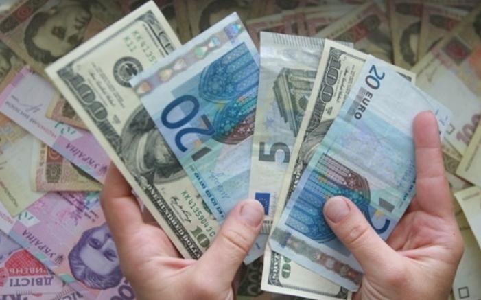 На закритті міжбанку американський долар подорожчав в покупці на 4 копійки, в продажу — на 5 копійок.