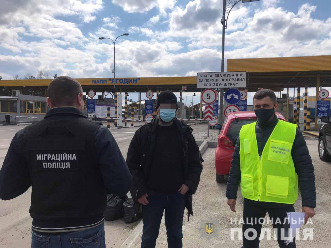Нелегала-поляка працівники міграційної поліції Рівненщини видворили з України/