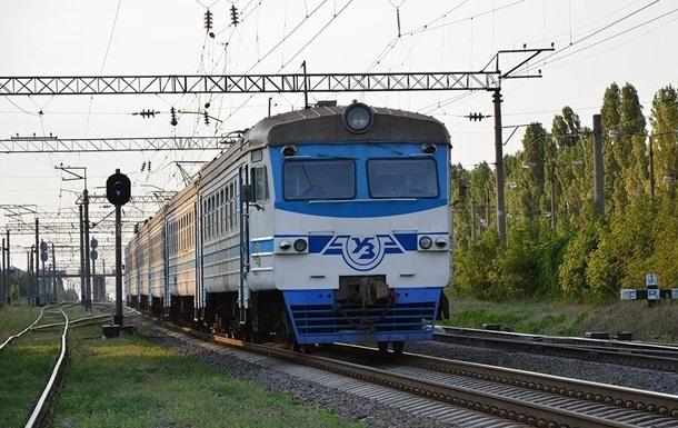 Ніхто не постраждав, проте через інцидент можливі затримання інших поїздів, інформувала Укрзалізниця.