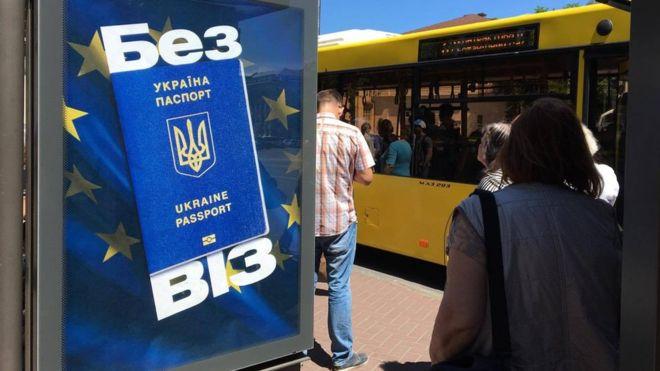 Єврокомісія повідомила Україну про масові порушення в угоді про безвізовий режим і висунула Києву низку умов.