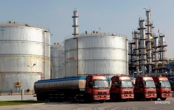 Оптові ціни на паливо в квітні знижувалися, реагуючи на обвал зовнішніх котирувань при відносно стабільному курсі валют.