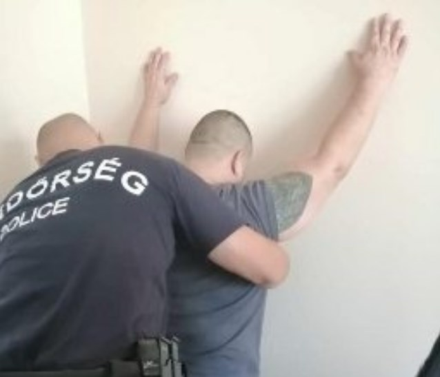 49-річний іноземець розшукувався правоохоронними органами Угорщини за озброєне пограбування та опір працівникам поліції із застосуванням вогнепальної зброї.