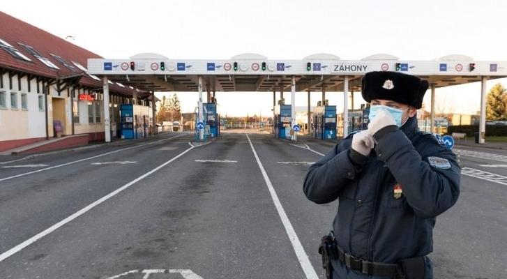 Вчора прем'єр-міністр Віктор Орбан повідомив, що Угорщина закриє свої кордони для всіх пасажирських перевезень.