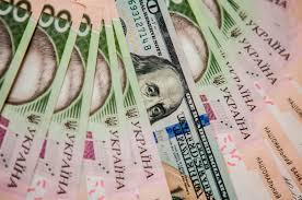 Долар коштує 24 із половиною гривні.