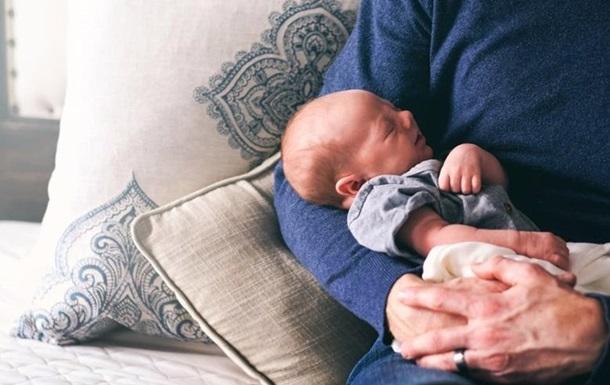 И мать, и отец, а также взрослая родственница матери-одиночки могут взять отпуск по уходу за ребенком в Украине.